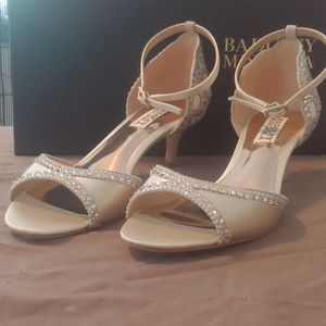 Badgley Mischka Gillian Ivory Kitten Heel Pumps